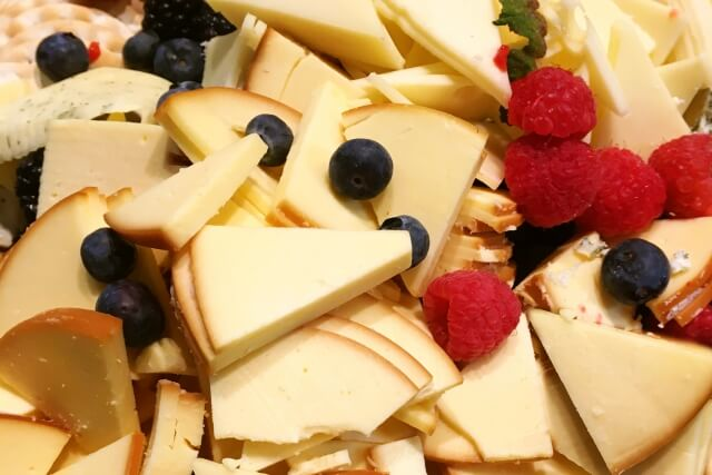 チーズとベリー